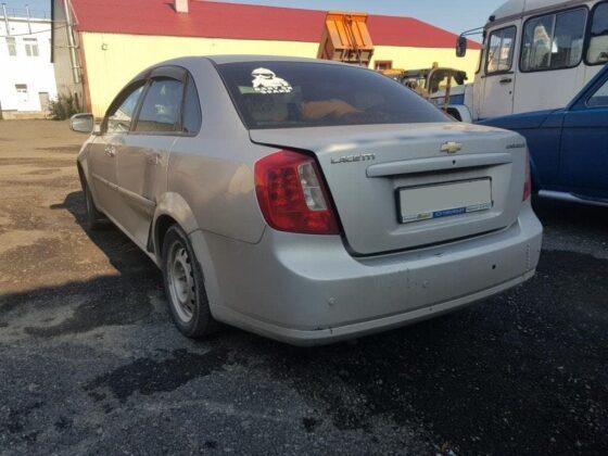 Chevrolet: ремонт задней двери