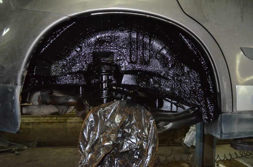 Фото арки обработанной антикоррозийным составом в «АвтосервисПрофи»