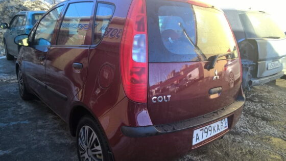 Mitsubishi Colt: выравнивание и покраска заднего бампера