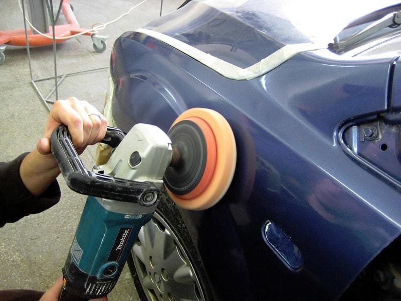 Фото процесса полировки кузова авто