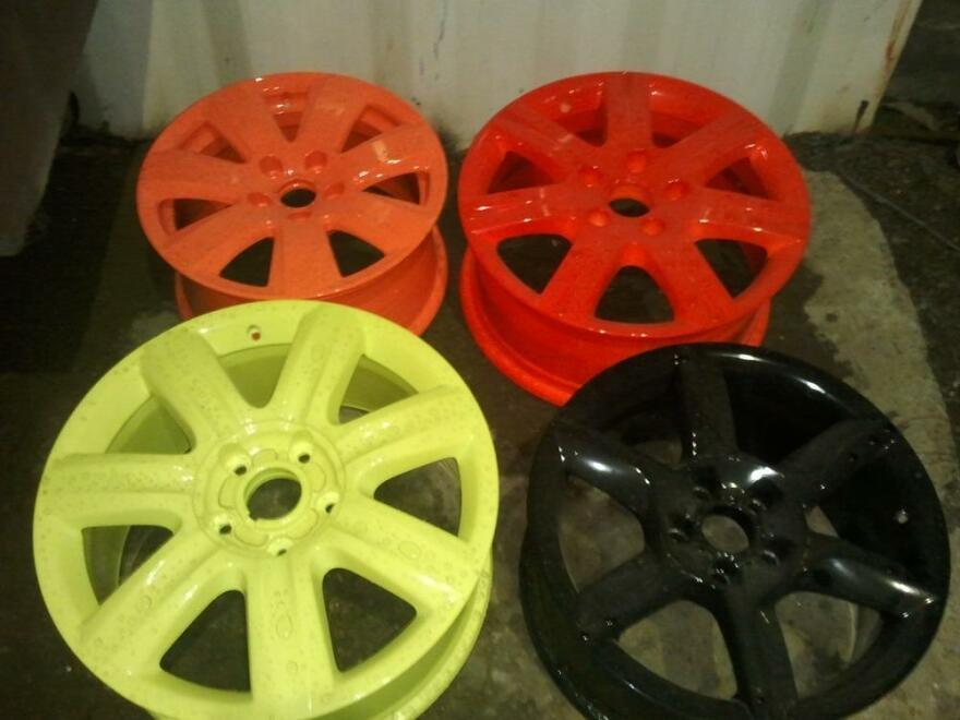 Фото примеров покрашенный дисков порошковой краской разных цветов в Мурманске